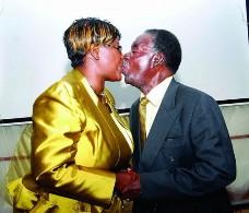 Kissing Sata 1