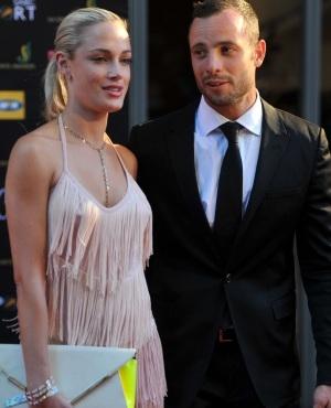 Pistorius shoots girlfriend dead -