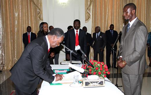 Chinga Miyutu being sworn in by President Sata