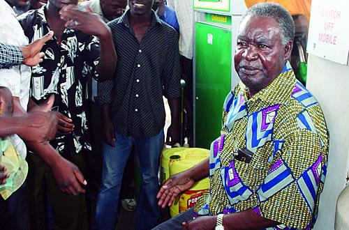 File: Michael Sata as an opposition leader at the filing station during fuel shortage shortage. Photo: Post