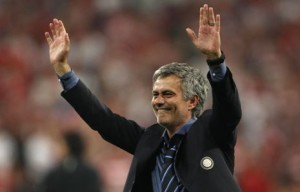 Inter Milan's manager Jose Mourinho celebrates after their Champions League final soccer match victory against Bayern Munich at the Santiago Bernabeu stadium in Madrid May 22, 2010.    REUTERS/Stefano Rellandini (SPAIN  - Tags: SPORT SPORT SOCCER)