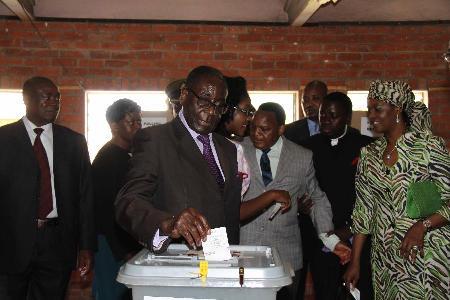 Mugabe voting 1