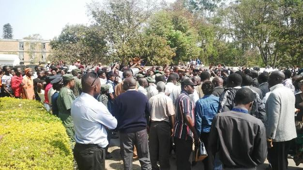 Part of the crowd that welcomed HH in Kitwe at the Court
