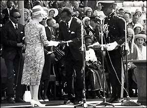 Queen Elizaberth handing over instruments of power to Kenneth Kaunda in 1964