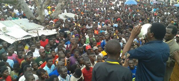 HH addressing a rally in Lukulu