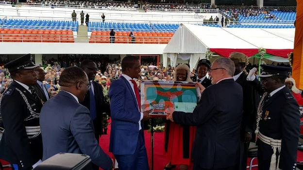 President Edgar Lungu receives the instruments of power from Dr Guy Scott