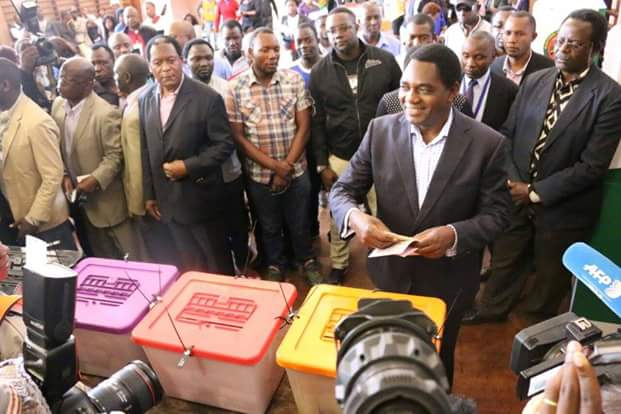 Hakainde Hichilema casting his vote