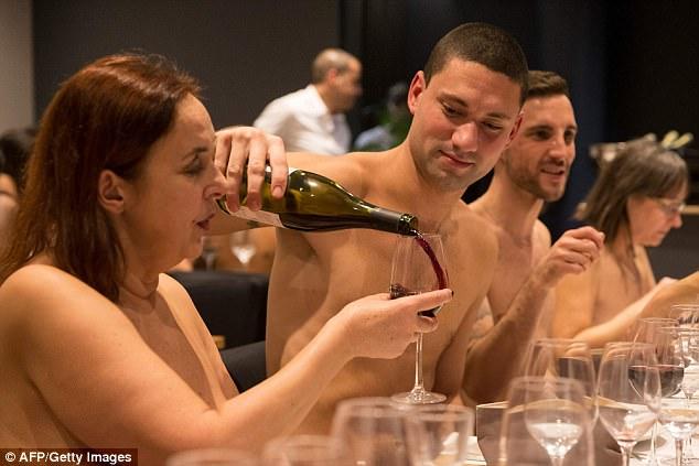 Nudist restaurant opens in Paris